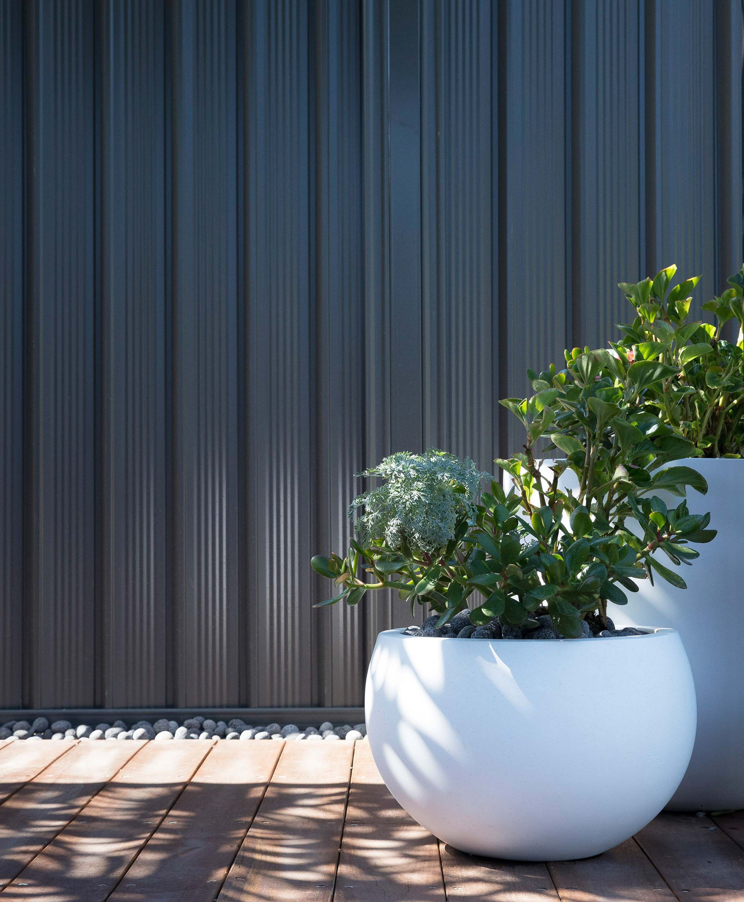 Blog In-article-images top-5-benefits-fibreglass-pots-and-planters-01