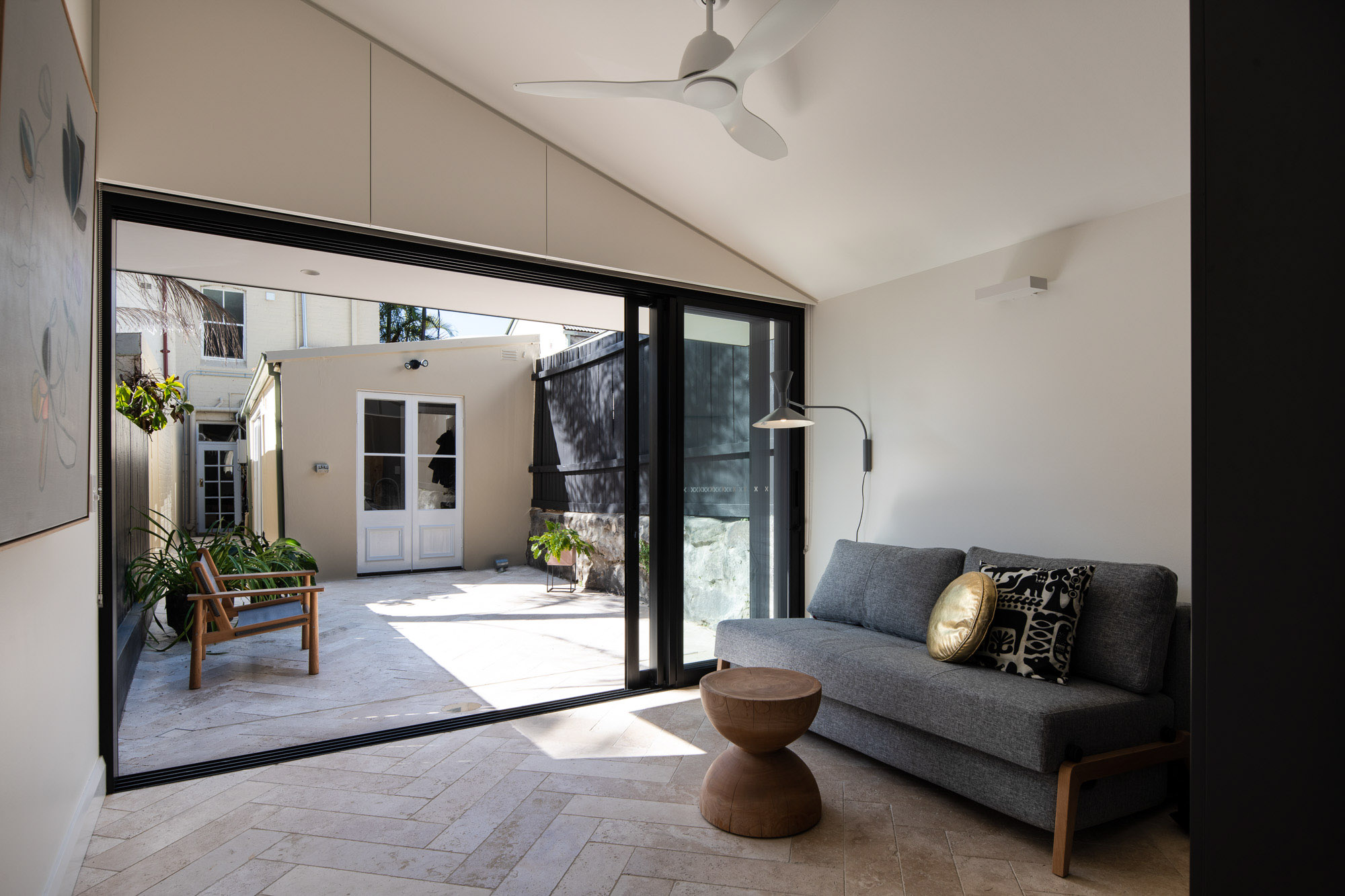 Blog hero-article-images 5-ways-make-small-outdoor-space-feel-bigger