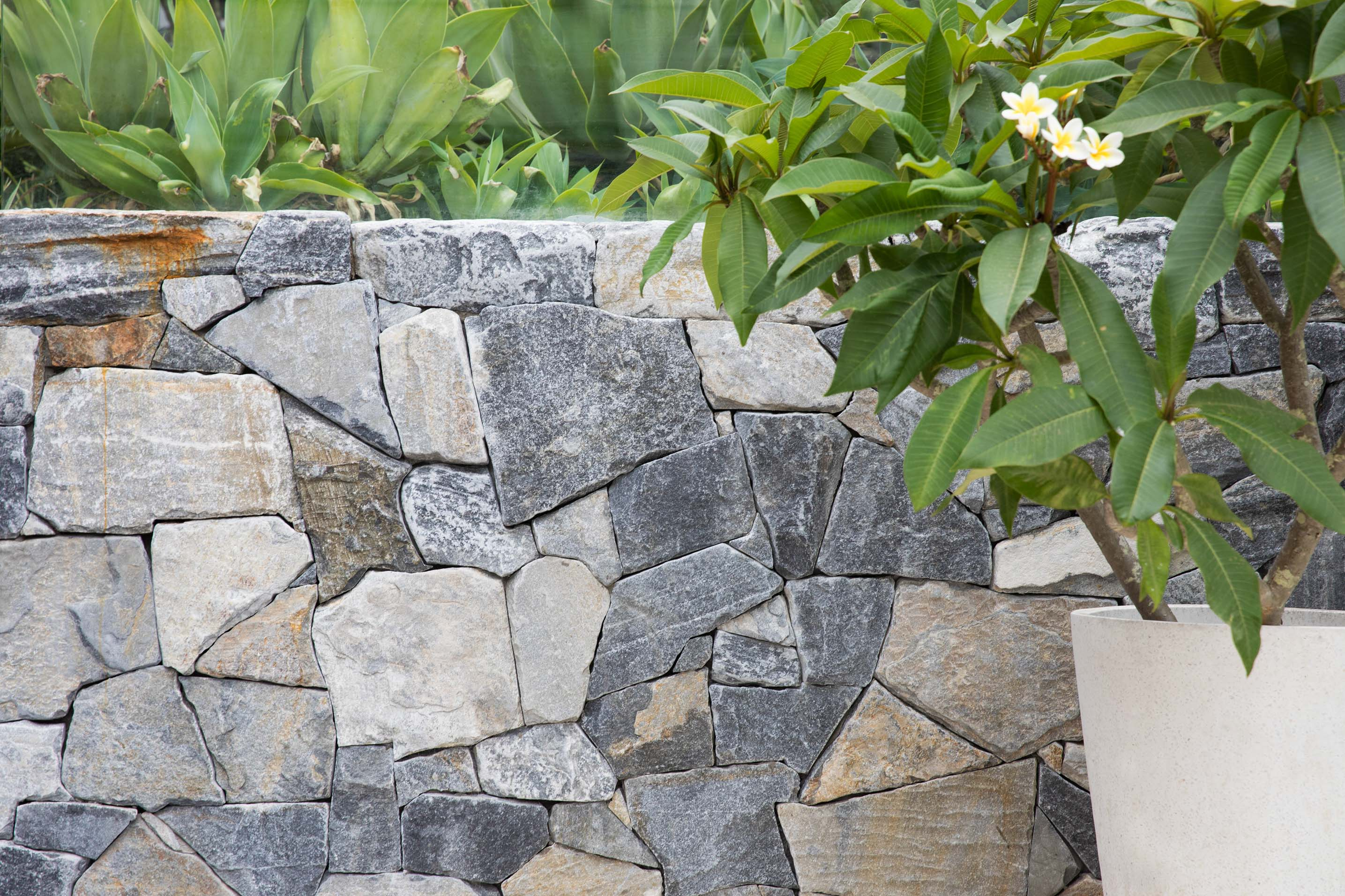 Blog hero-article-images advantages-of-natural-stone-wall-cladding