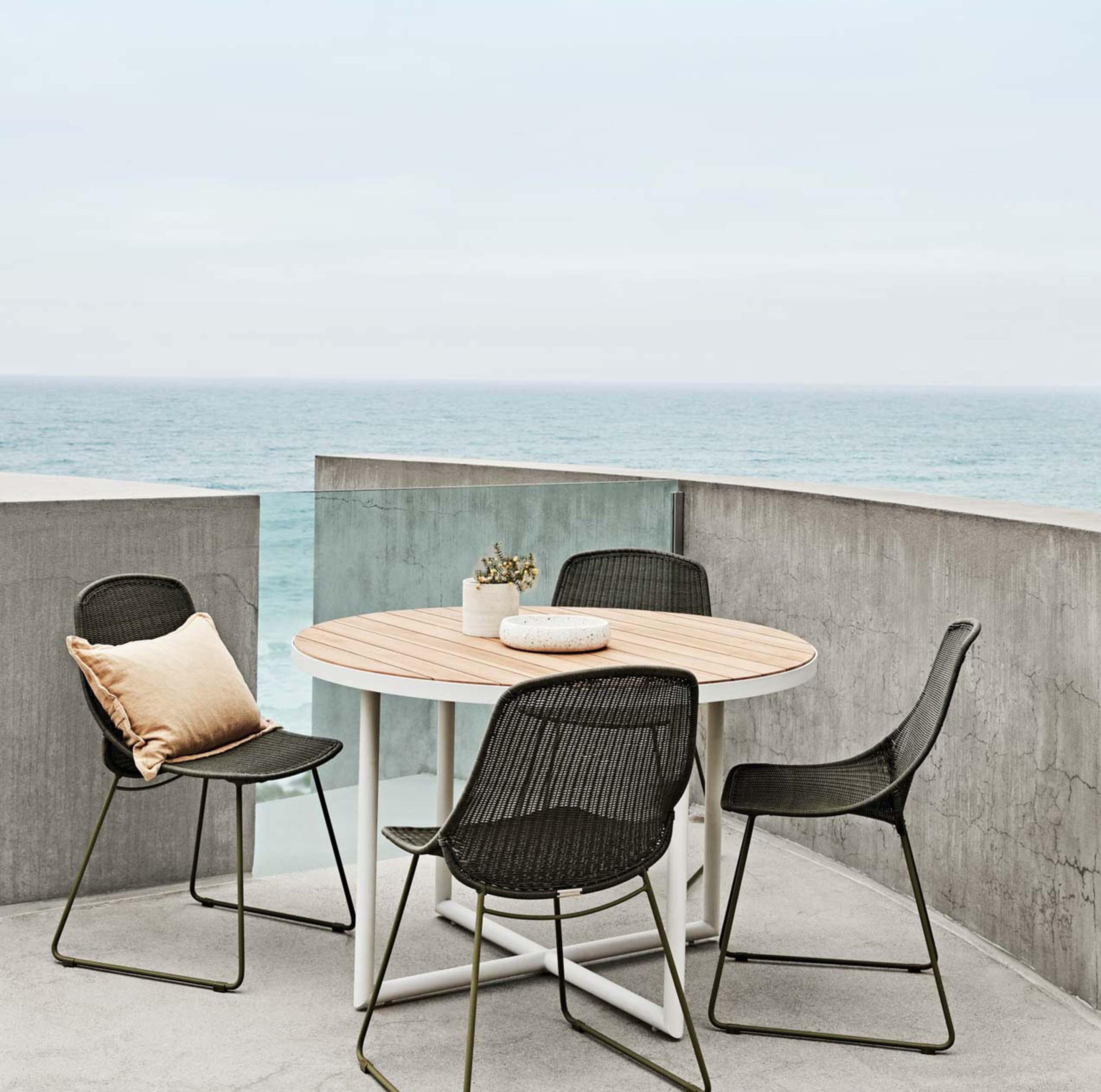 Blog hero-article-images choose-your-outdoor-furniture_hero