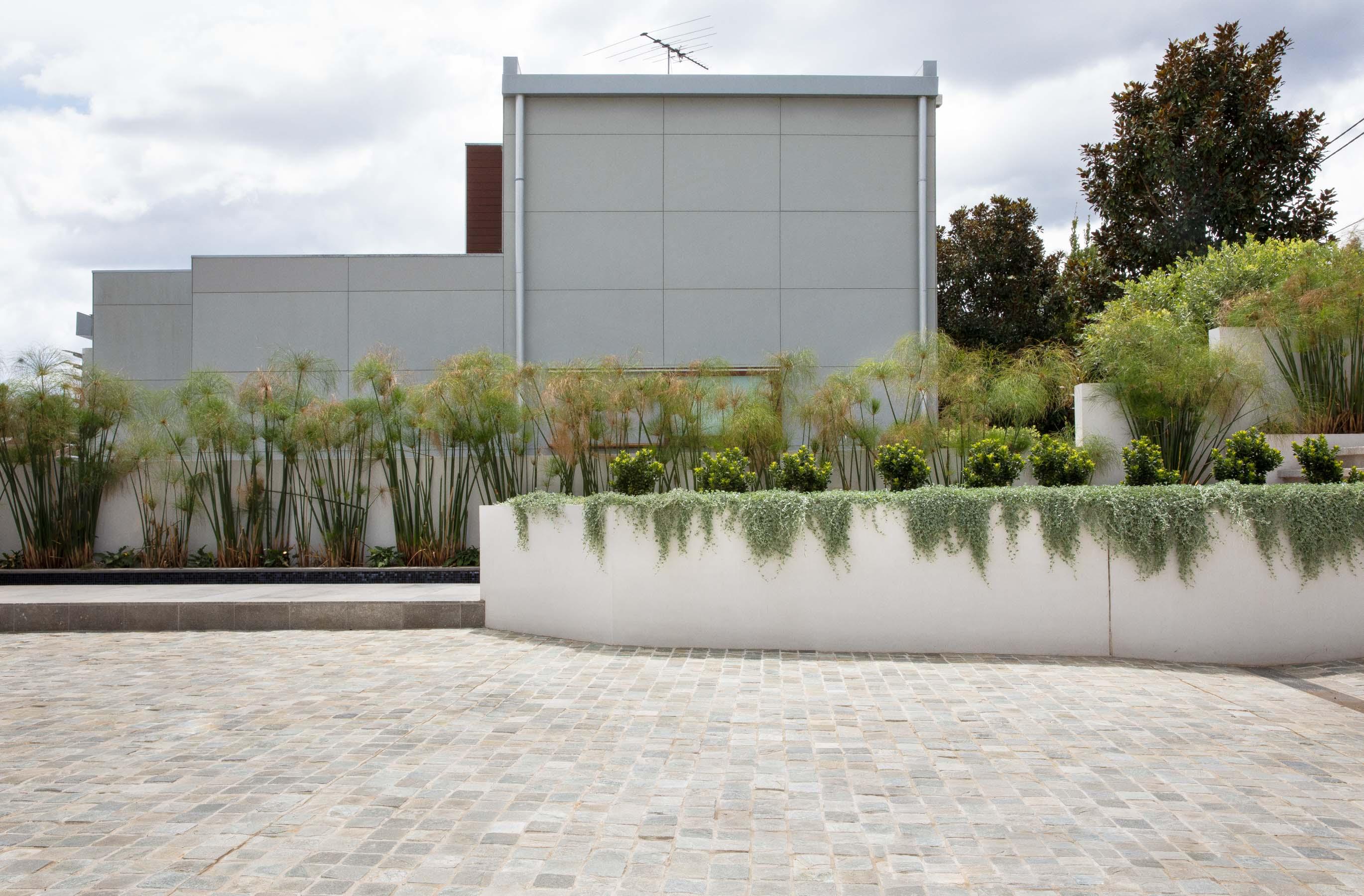Cobblestones Gallery montreux-quartz-cobblestones-on-mesh-04