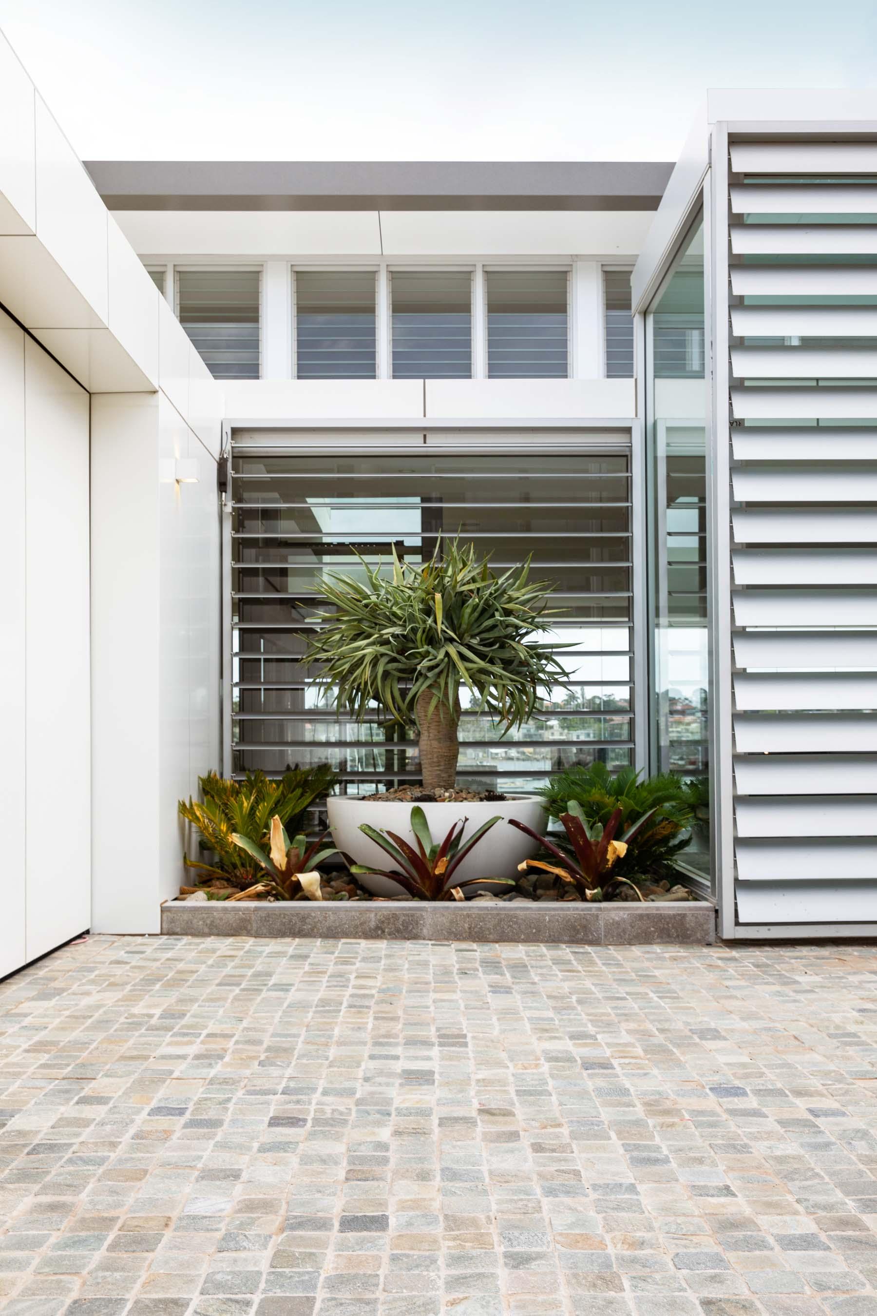 Cobblestones Gallery montreux-quartz-cobblestones-on-mesh-06