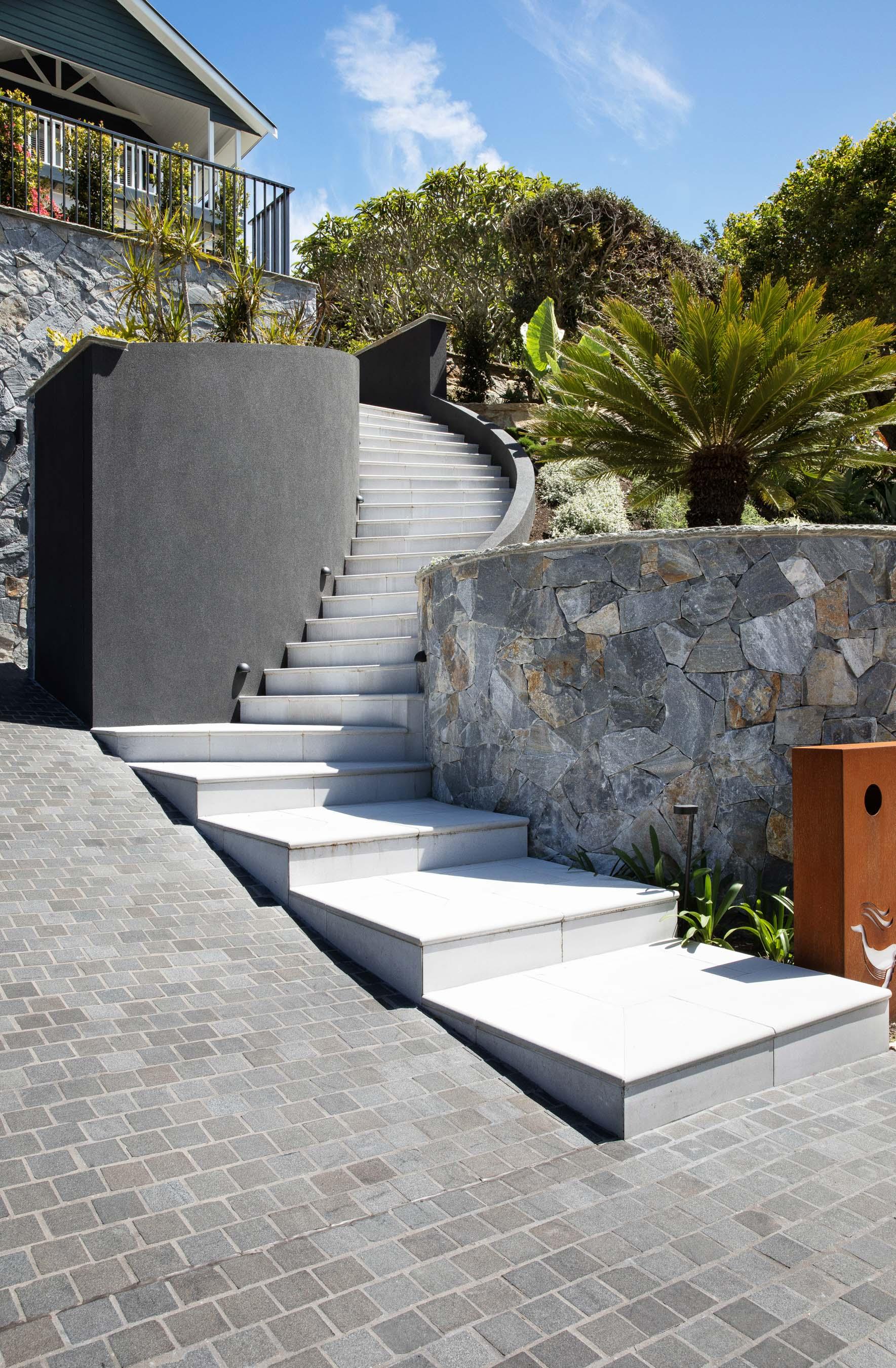 Cobblestones Gallery sable-granite-cobblestones-on-mesh-02