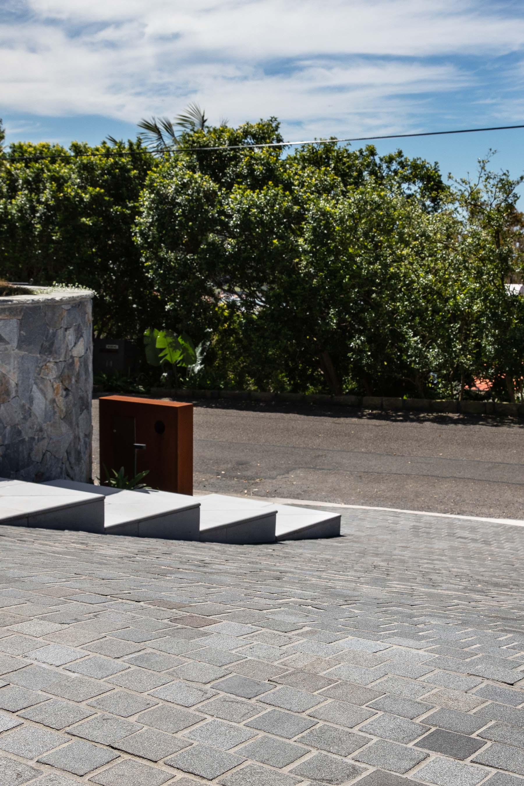 Cobblestones Gallery sable-granite-cobblestones-on-mesh-03
