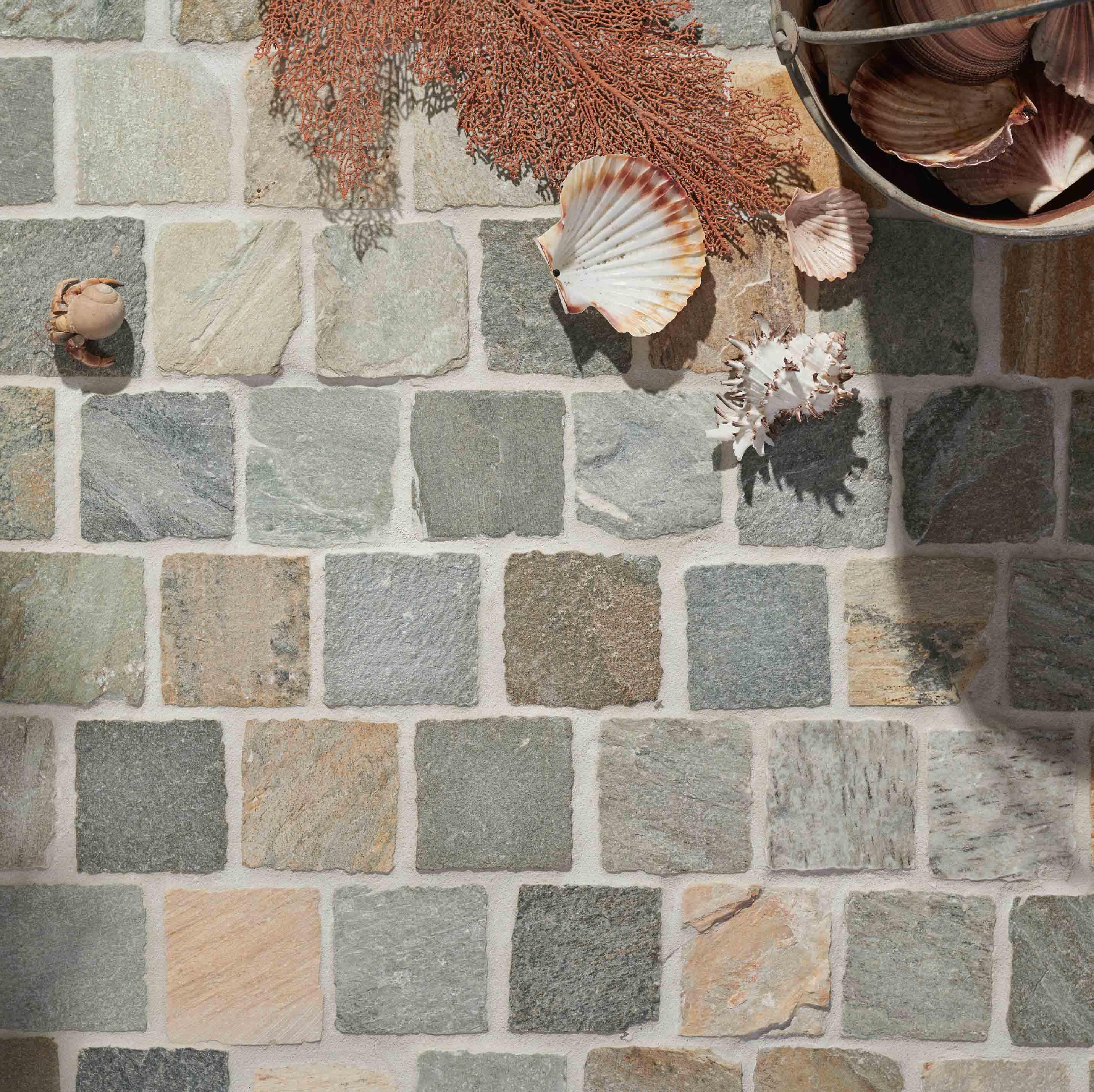 Cobblestones Hero heritage-quartz-cobblestones-on-mesh