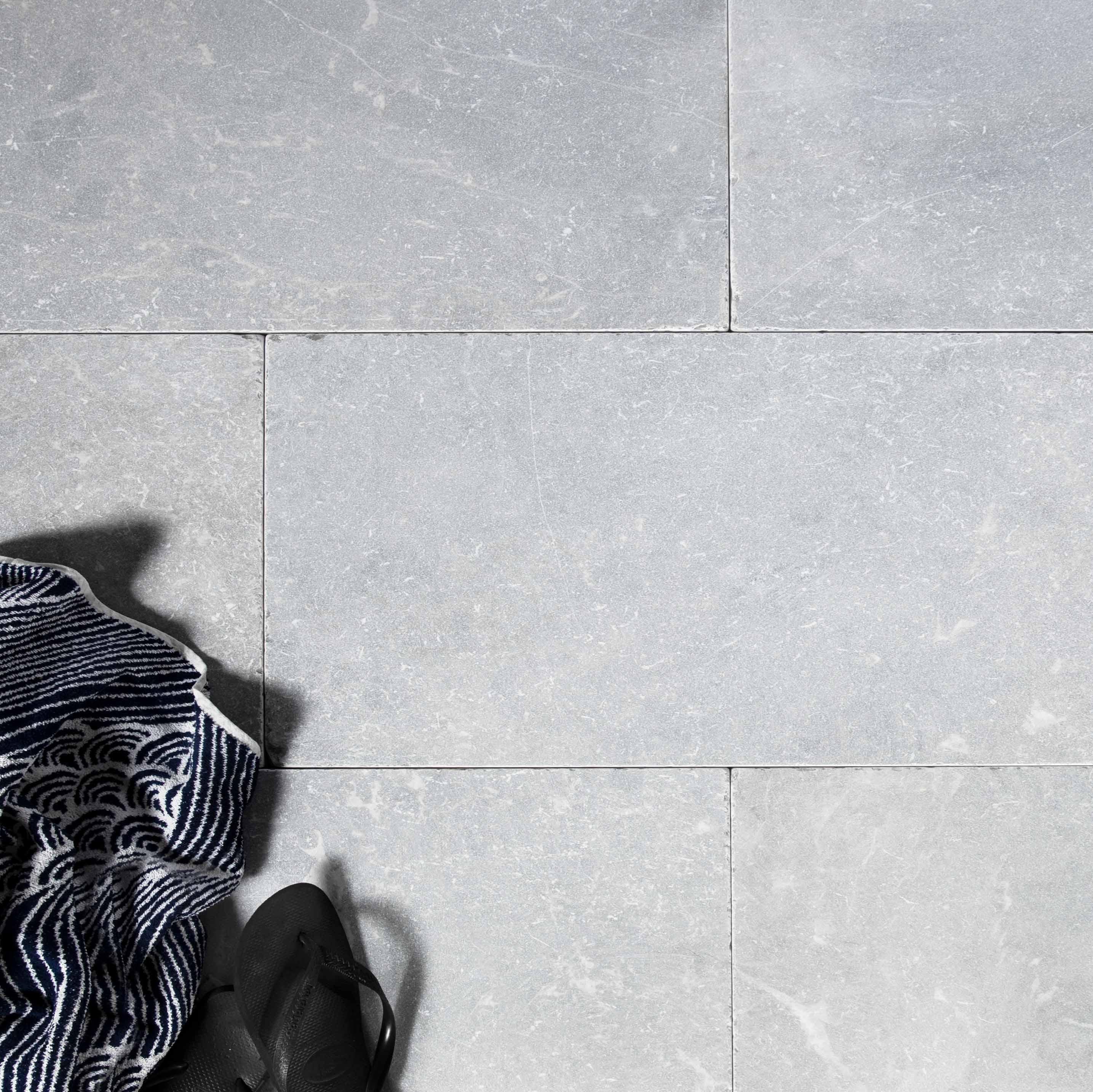Stone-Pavers-and-Tiles-Outdoor Hero Harmaa2