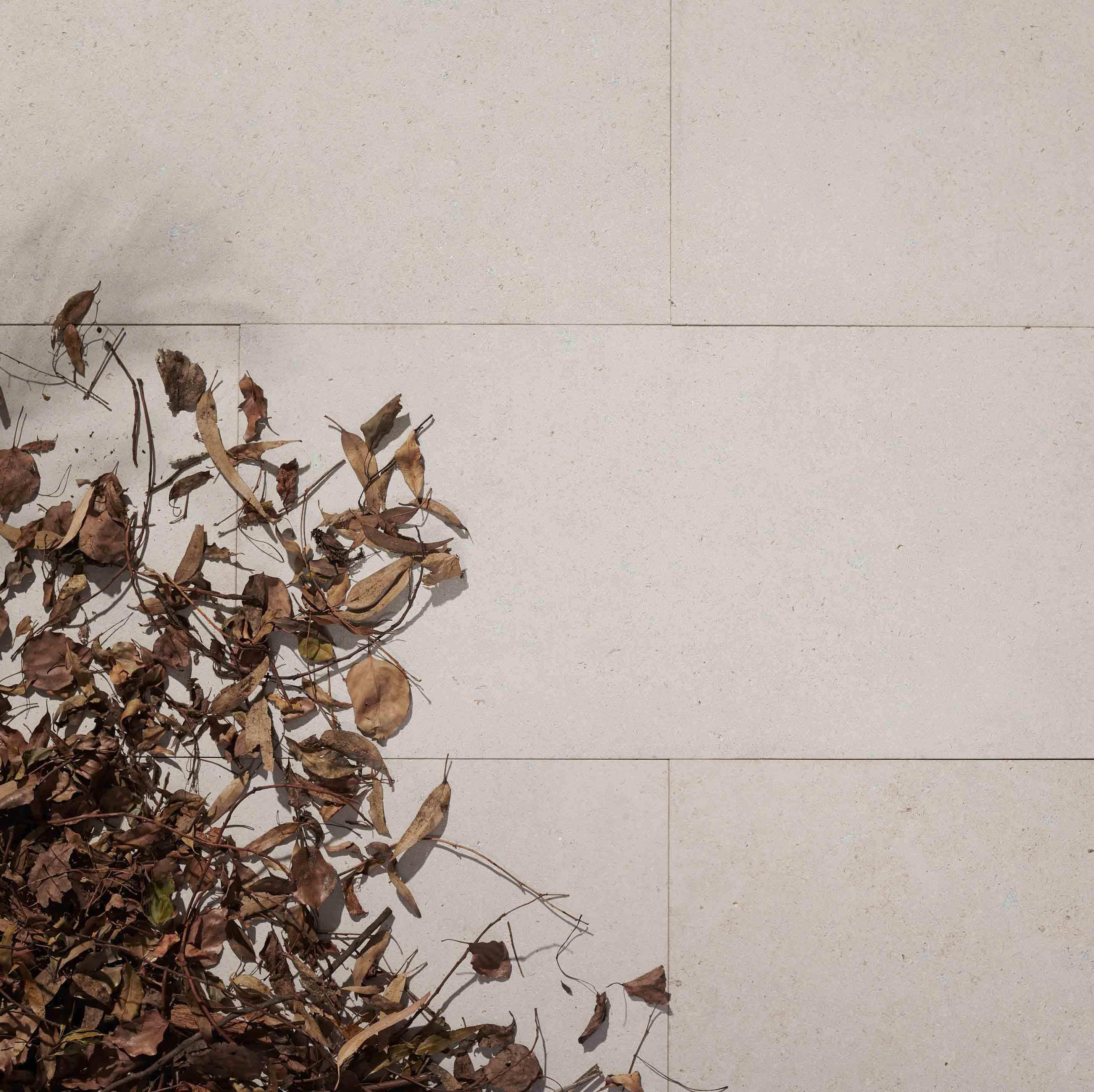 Stone-Pavers-and-Tiles-Outdoor Hero hiekka