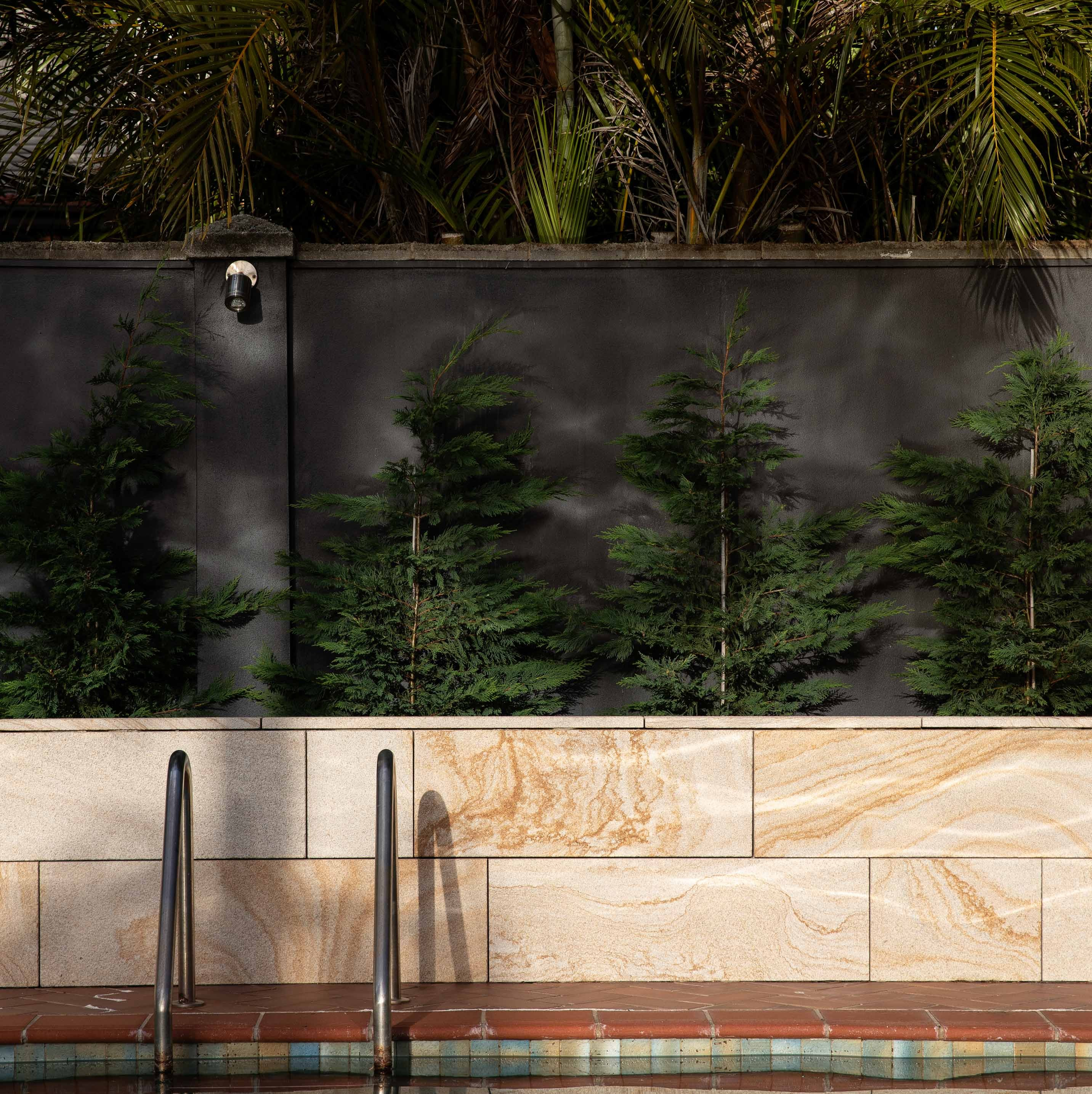 Wall-Cladding-and-Stacked-Stones Hero Areia