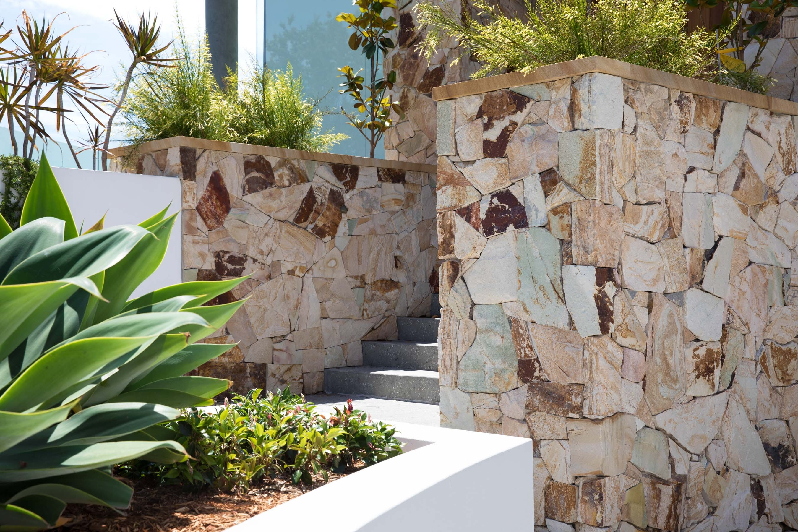 Wall-Cladding-and-Stacked-Stones Gallery lodge-02