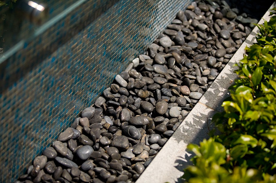 Blog hero-article-images 10-creative-ways-use-pebbles-landscaping-1