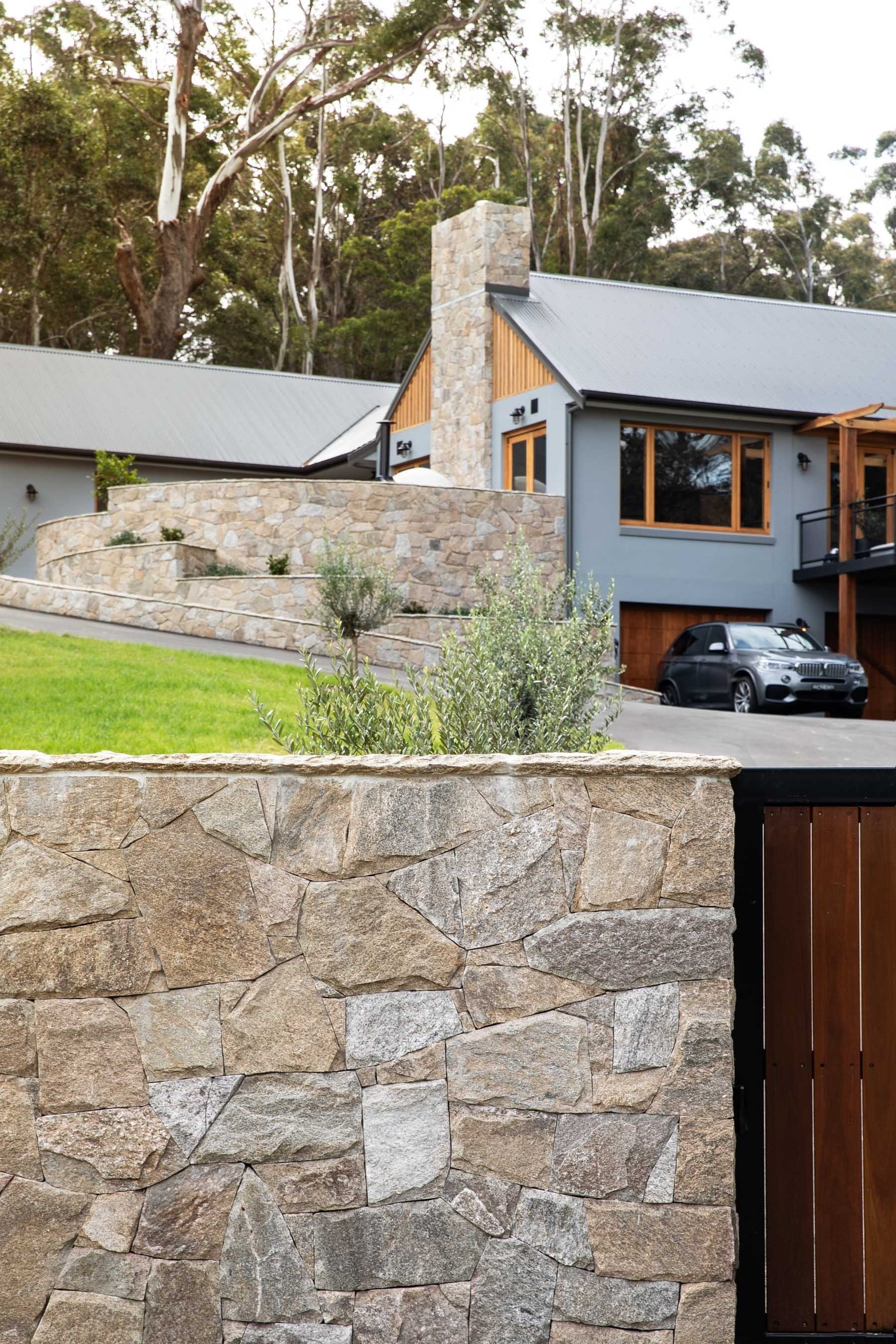 Wall-Cladding-and-Stacked-Stones Gallery chateau-03