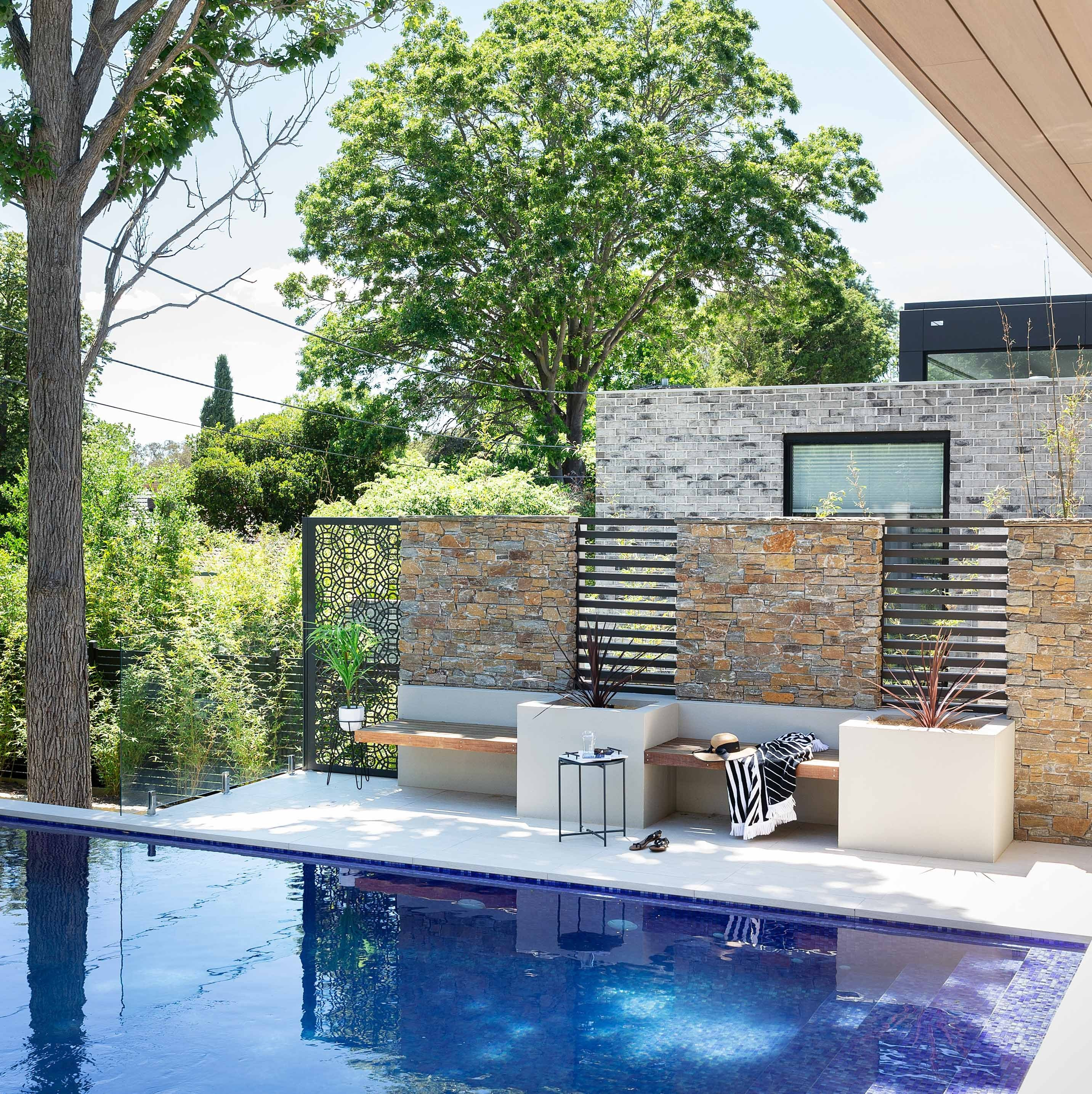 Wall-Cladding-and-Stacked-Stones Hero Rustic-Mica