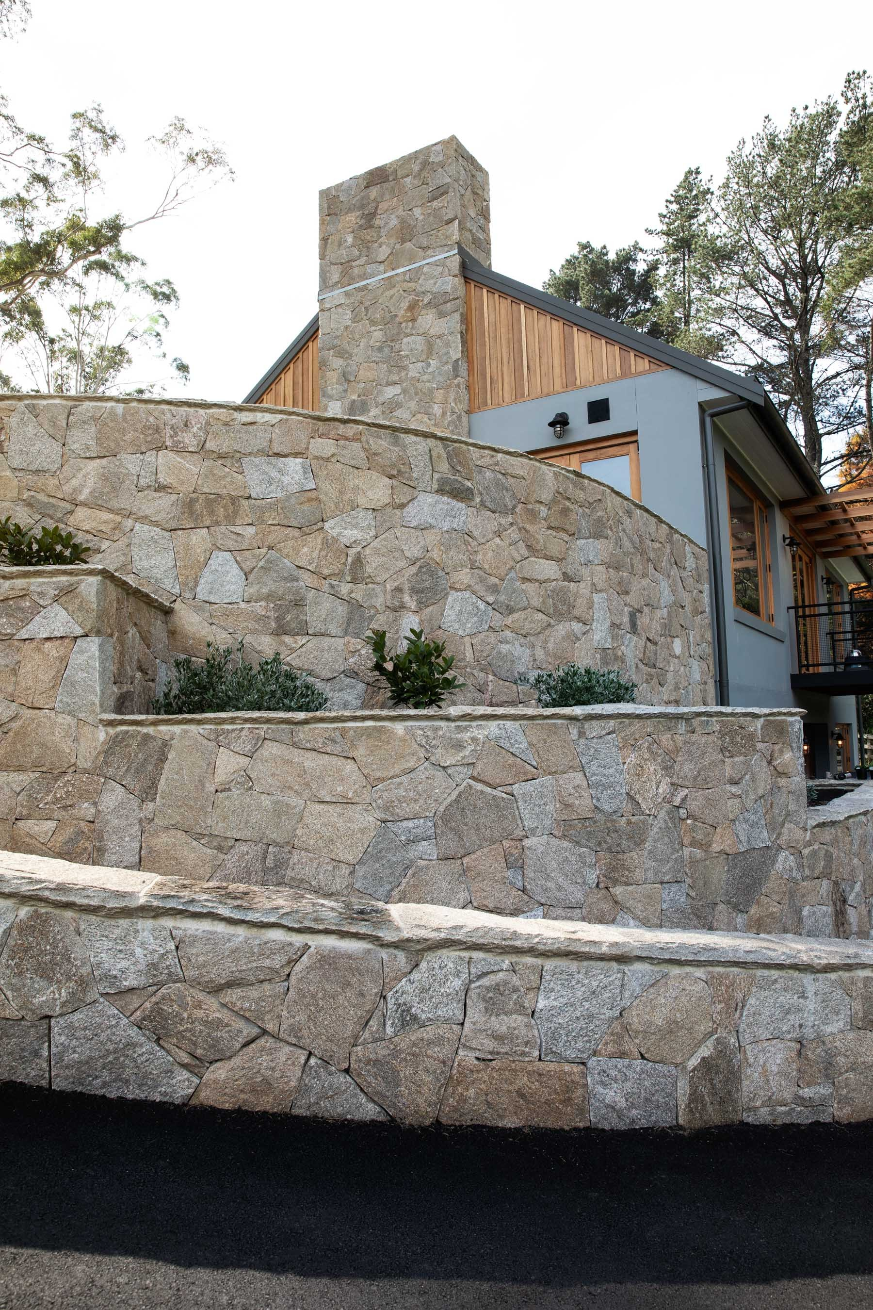 Wall-Cladding-and-Stacked-Stones Gallery chateau-05