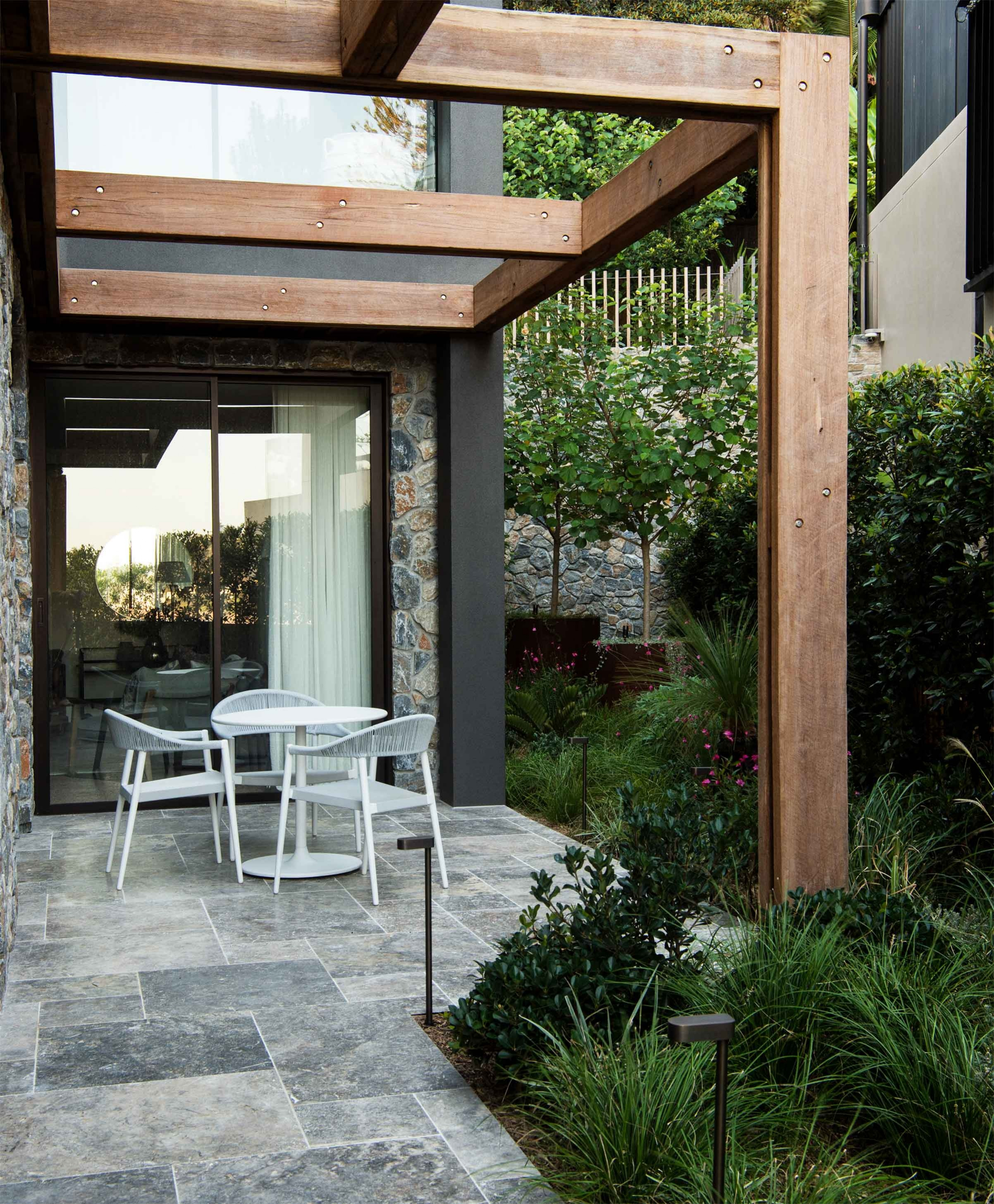 Products-Floor travertine-pavers-and-tiles-hero