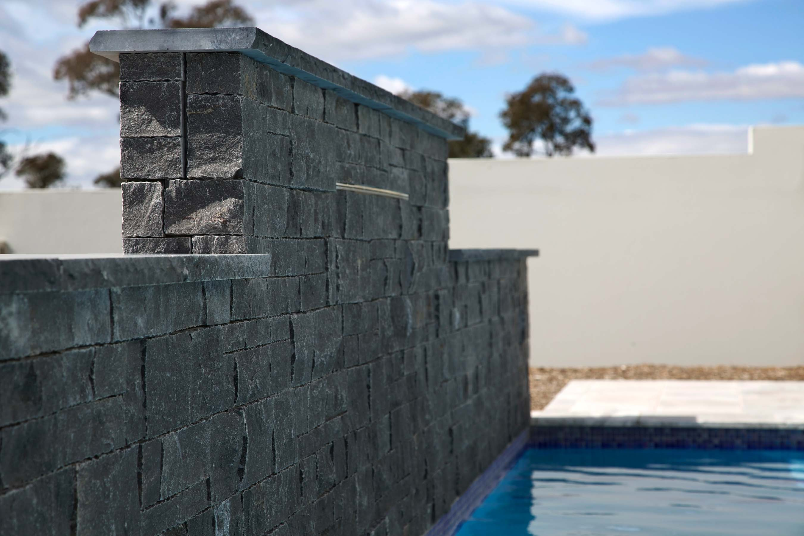 Wall-Cladding-and-Stacked-Stones Gallery noir-03