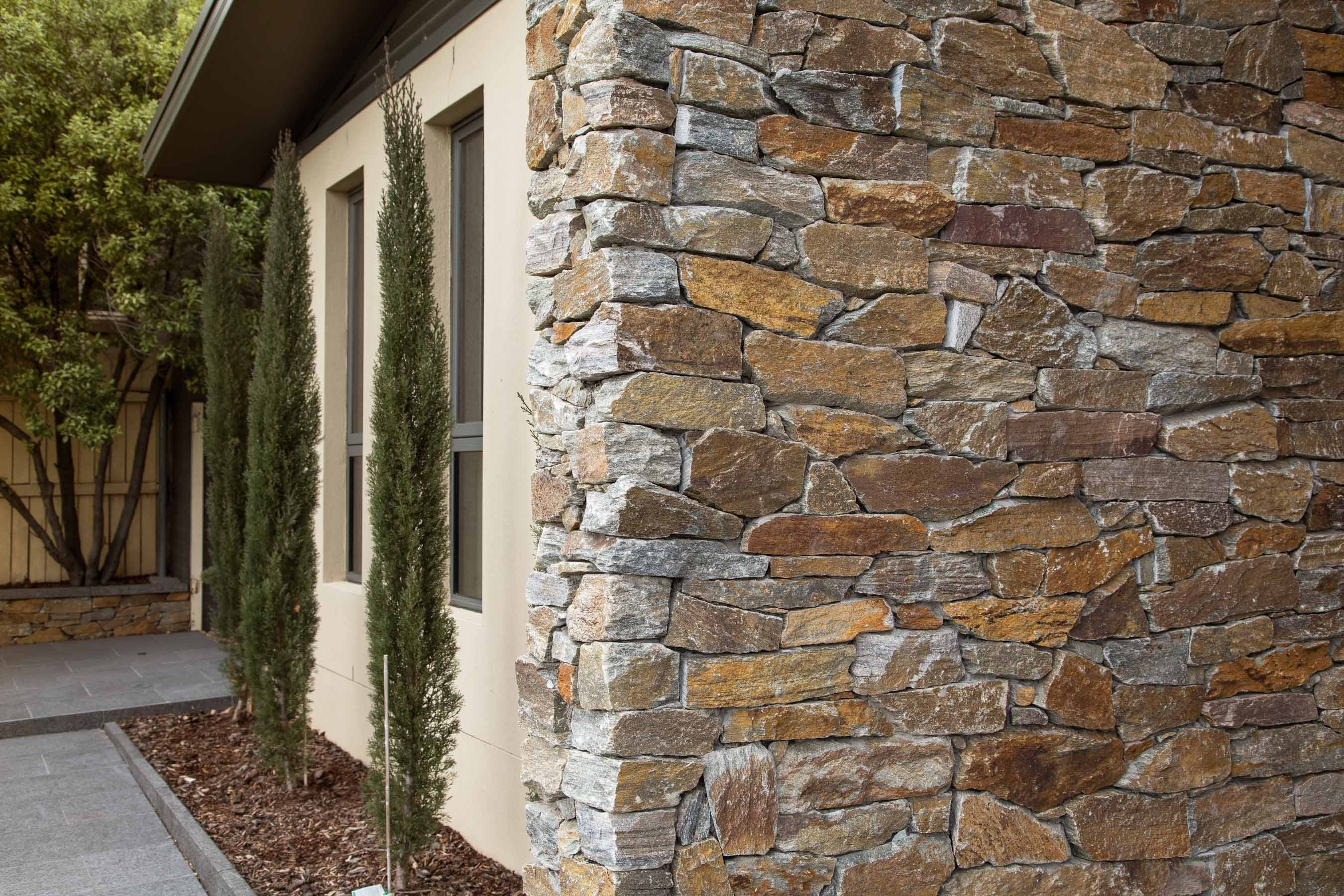Wall-Cladding-and-Stacked-Stones Gallery cottage-02
