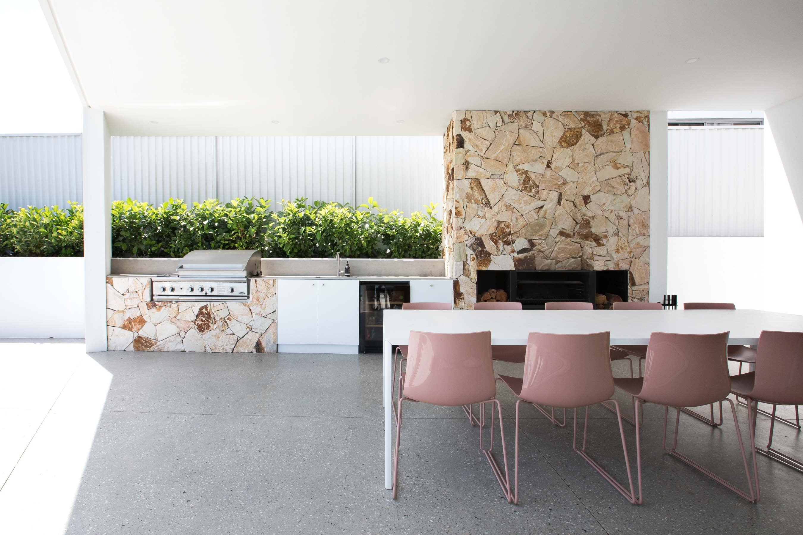 Wall-Cladding-and-Stacked-Stones Gallery lodge-03
